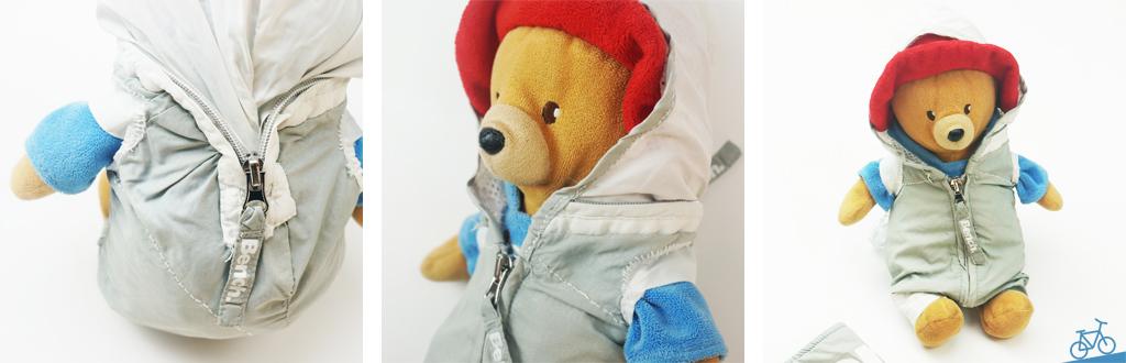Hier siehst du einen Teddybär mit einem Sport- oder Matschanzug.