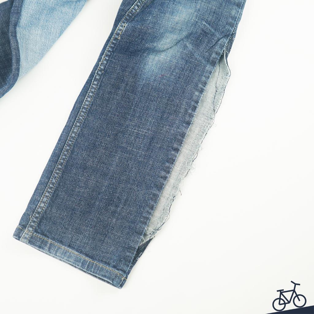 Jeans auftrennen, um Verbesserungen vorzunehmen