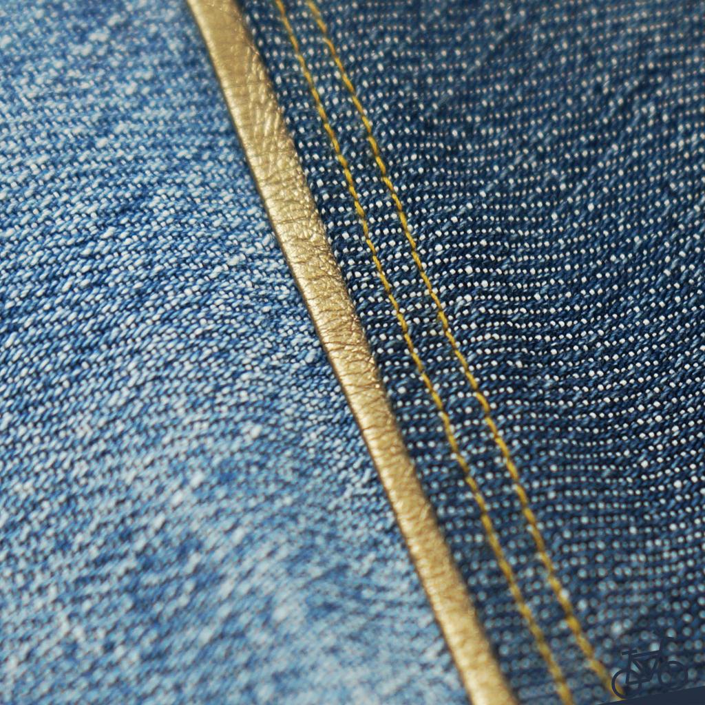 Goldene Paspel an einer upgecycelten Jeans